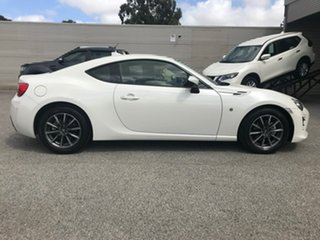 2017 Toyota 86 ZN6 GT White 6 Speed Sports Automatic Coupe.