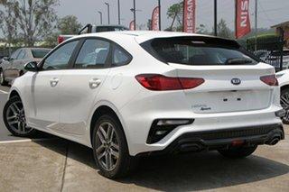 2020 Kia Cerato BD MY21 Sport Clear White 6 Speed Sports Automatic Hatchback.