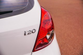 2013 Hyundai i20 PB MY14 Active White 6 Speed Manual Hatchback
