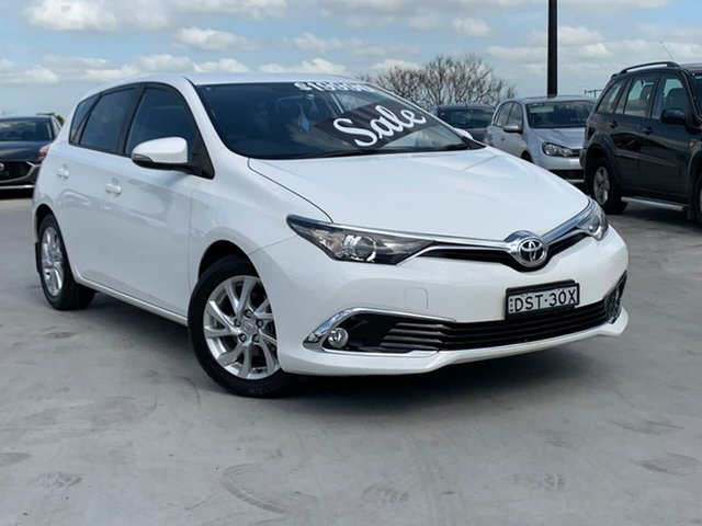 Used Toyota Corolla ZRE182R Ascent Sport S-CVT Liverpool, 2015 Toyota Corolla ZRE182R Ascent Sport S-CVT White 7 Speed Constant Variable Hatchback