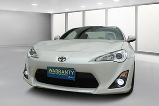 2016 Toyota 86 ZN6 GT Crystal White Pearl 6 Speed Manual Coupe.