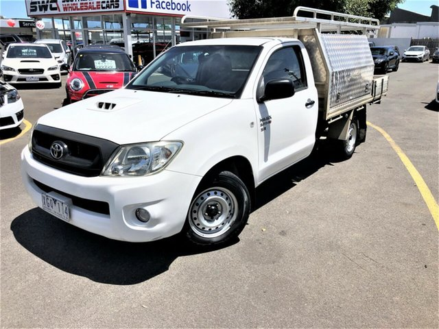 Used Toyota Hilux KUN16R MY09 SR 4x2 Seaford, 2009 Toyota Hilux KUN16R MY09 SR 4x2 White 5 Speed Manual Cab Chassis