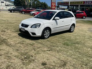 2010 Kia Rio JB MY10 S White 5 Speed Manual Hatchback.
