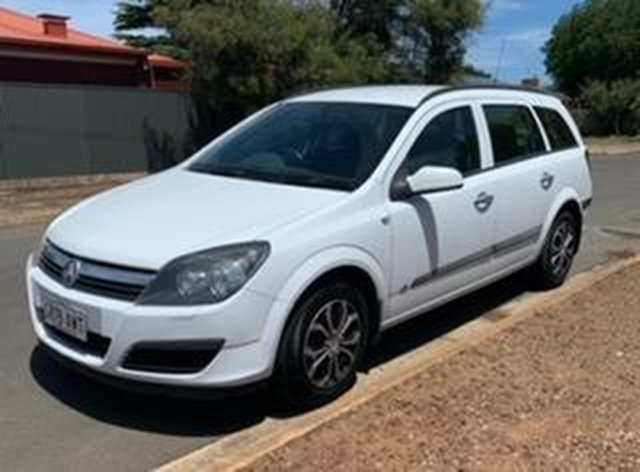 Used Holden Astra AH MY06 CDX Morphett Vale, 2006 Holden Astra AH MY06 CDX White 4 Speed Automatic Wagon