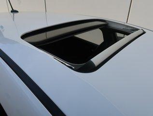 2015 Kia Cerato YD MY15 SLi White 6 Speed Sports Automatic Hatchback.