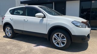 2013 Nissan Dualis J10W Series 4 MY13 ST Hatch 2WD White 6 Speed Manual Hatchback.