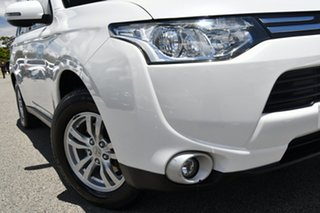 2013 Mitsubishi Outlander ZJ MY13 LS 2WD White 6 Speed Constant Variable Wagon.