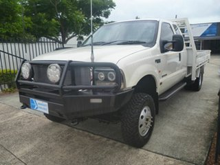 2003 Ford F350 XL Super Cab White 4 Speed Automatic Cab Chassis.