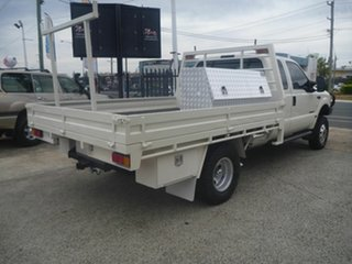 2003 Ford F350 XL Super Cab White 4 Speed Automatic Cab Chassis