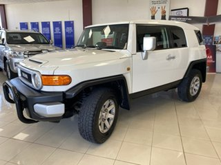 2014 Toyota FJ Cruiser GSJ15R MY14 White 5 Speed Automatic Wagon.