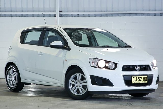 Used Holden Barina TM MY16 CD West Gosford, 2016 Holden Barina TM MY16 CD White 6 Speed Automatic Hatchback