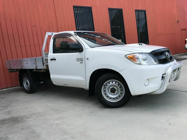Used Toyota Hilux KUN16R MY07 SR 4x2 Molendinar, 2006 Toyota Hilux KUN16R MY07 SR 4x2 White 5 Speed Manual Cab Chassis
