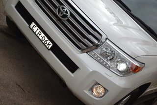 2014 Toyota Landcruiser VDJ200R MY13 Sahara Crystal White 6 Speed Sports Automatic Wagon