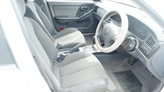 2001 Hyundai Elantra XD GL White 4 Speed Automatic Hatchback