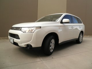 2013 Mitsubishi Outlander ZJ MY14 ES 2WD Pearlescent White 5 Speed Manual Wagon.