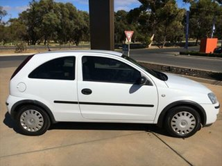 2005 Holden Barina XC MY05 SXI White 5 Speed Manual Hatchback