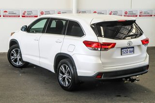 Toyota Kluger Crystal Pearl Wagon.
