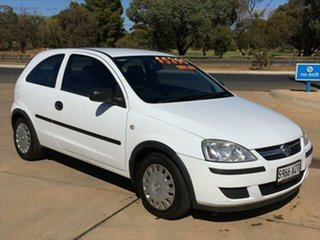 2005 Holden Barina XC MY05 SXI White 5 Speed Manual Hatchback.