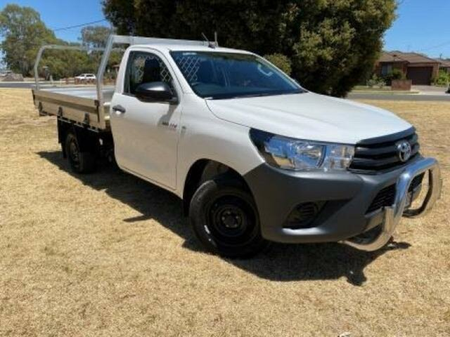 Used Toyota Hilux TGN121R Workmate Wangaratta, 2017 Toyota Hilux TGN121R Workmate Glacier White 5 Speed Manual Cab Chassis