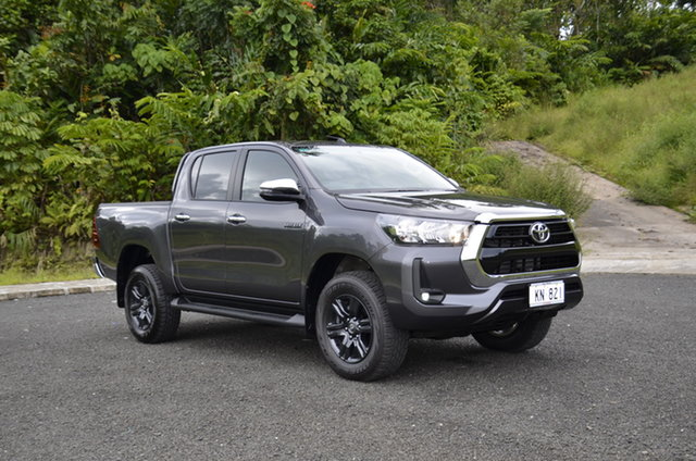 Demo Toyota Hilux , Toyota Hilux Mid Spec Grey Metallic Manual