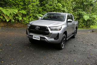 Toyota Hilux Mid Spec Silver Metallic Manual.