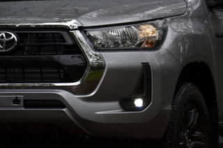 Toyota Hilux Mid Spec Silver Metallic Manual
