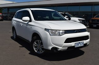 2013 Mitsubishi Outlander ZJ MY13 ES 2WD White 6 Speed Constant Variable Wagon.