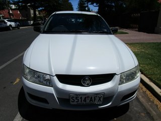 2006 Holden Commodore VZ MY06 Executive D/Fuel White 4 Speed Automatic Sedan.