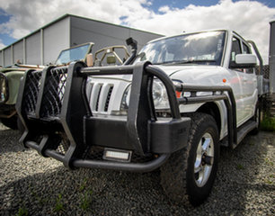 2015 Mahindra Pik-Up S5 11 Upgrade (4x4) White 5 Speed Manual Dual Cab Chassis.
