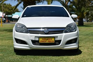 2008 Holden Astra AH MY09 SRi White 5 Speed Manual Coupe.