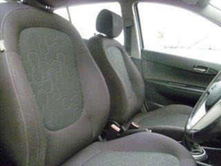 2010 Hyundai i20 PB MY11 Elite White 5 Speed Manual Hatchback