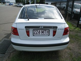 2004 Hyundai Elantra XD 2.0 HVT White 4 Speed Automatic Hatchback