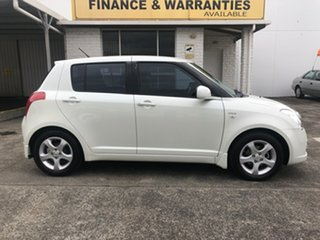 2006 Suzuki Swift RS415 White 5 Speed Manual Hatchback.
