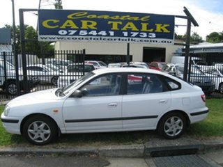 2004 Hyundai Elantra XD 2.0 HVT White 4 Speed Automatic Hatchback.