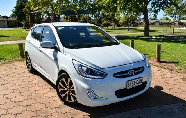 Used Hyundai Accent RB3 MY16 SR Ingle Farm, 2016 Hyundai Accent RB3 MY16 SR White 6 Speed Manual Hatchback