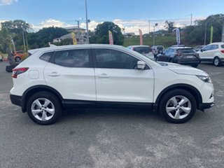 2017 Nissan Qashqai J11 Series 2 ST White 6 Speed Manual Wagon.