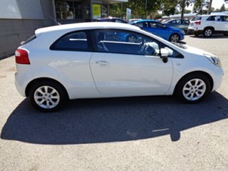 2012 Kia Rio UB MY13 S White 6 Speed Manual Hatchback.