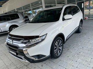 2018 Mitsubishi Outlander ES White Constant Variable Wagon.