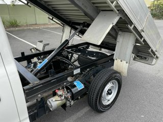 2002 Toyota Hilux RZN149R White 5 Speed Manual Cab Chassis