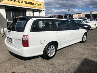 2006 Holden Commodore VZ MY06 Executive White 4 Speed Automatic Wagon.