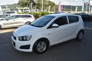 2015 Holden Barina TM MY16 CD White 5 Speed Manual Hatchback
