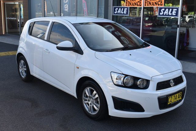 Used Holden Barina TM MY16 CD Gosford, 2015 Holden Barina TM MY16 CD White 5 Speed Manual Hatchback