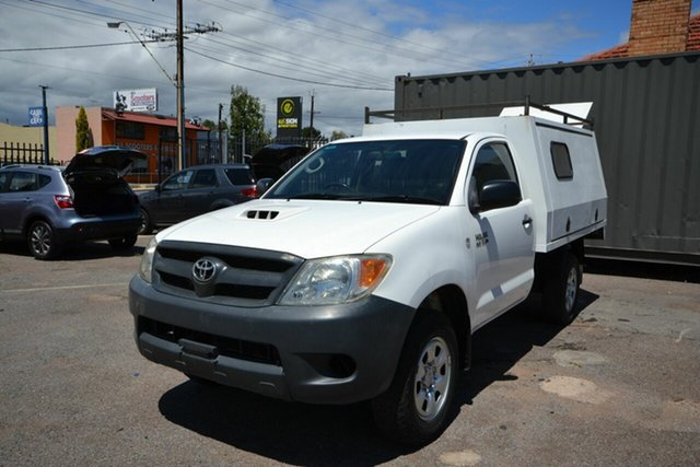 Used Toyota Hilux KUN26R MY05 SR Blair Athol, 2006 Toyota Hilux KUN26R MY05 SR White 5 Speed Manual Cab Chassis