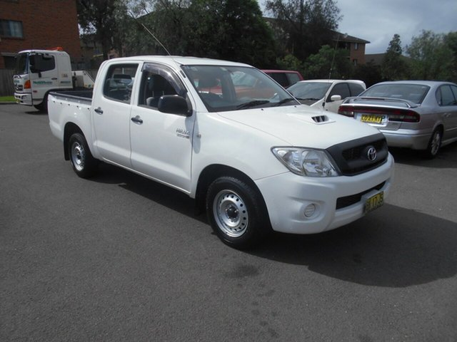 Used Toyota Hilux KUN16R MY11 Upgrade SR Bankstown, 2011 Toyota Hilux KUN16R MY11 Upgrade SR White 5 Speed Manual Dual Cab Pick-up