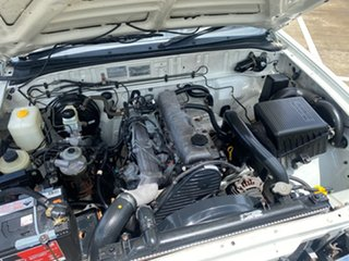 2002 Mazda B2500 Bravo DX (4x4) White 5 Speed Manual Freestyle Pickup