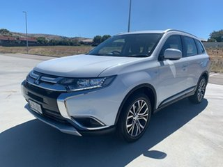 2017 Mitsubishi Outlander ZL MY18.5 ES 2WD White 5 Speed Manual Wagon.