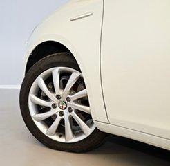 2013 Alfa Romeo Giulietta Series 0 MY12 Distinctive TCT White 6 Speed Sports Automatic Dual Clutch