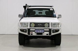 2004 Toyota Landcruiser HDJ100R Sahara (4x4) White 5 Speed Automatic Wagon.