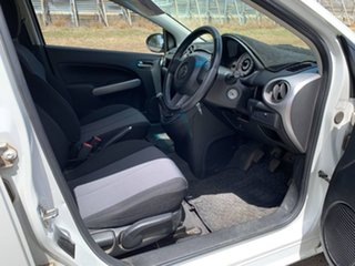 2010 Mazda 2 DE MY10 Neo White 5 Speed Manual Hatchback