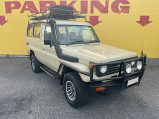 1994 Toyota Landcruiser Beige 5 Speed Manual TroopCarrier.